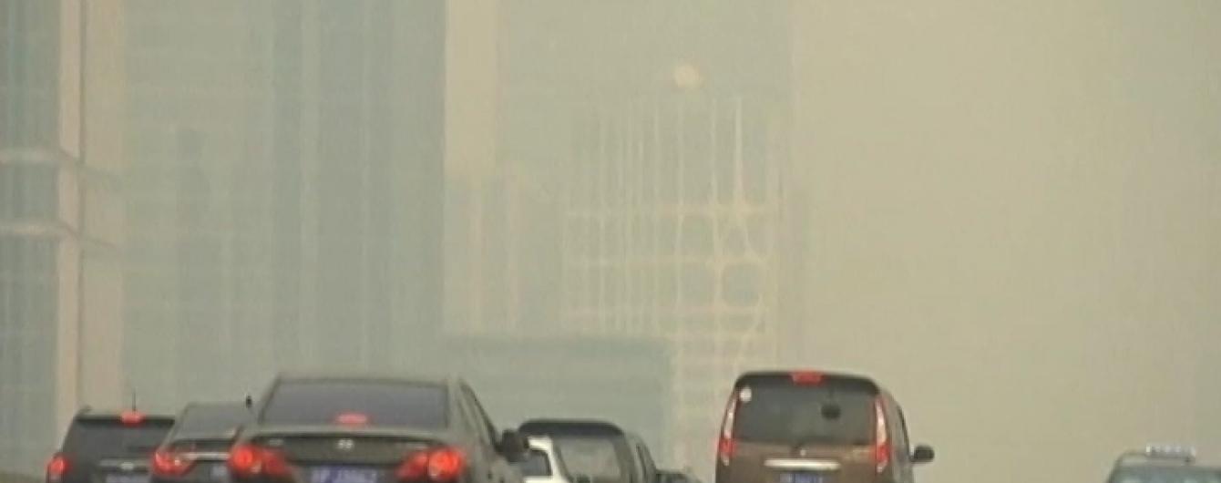 У Китаї почали закуповувати балони зі свіжим повітрям із Канади
