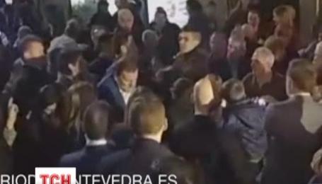 Іспанський прем'єр отримав по обличчю під час передвиборчої кампанії
