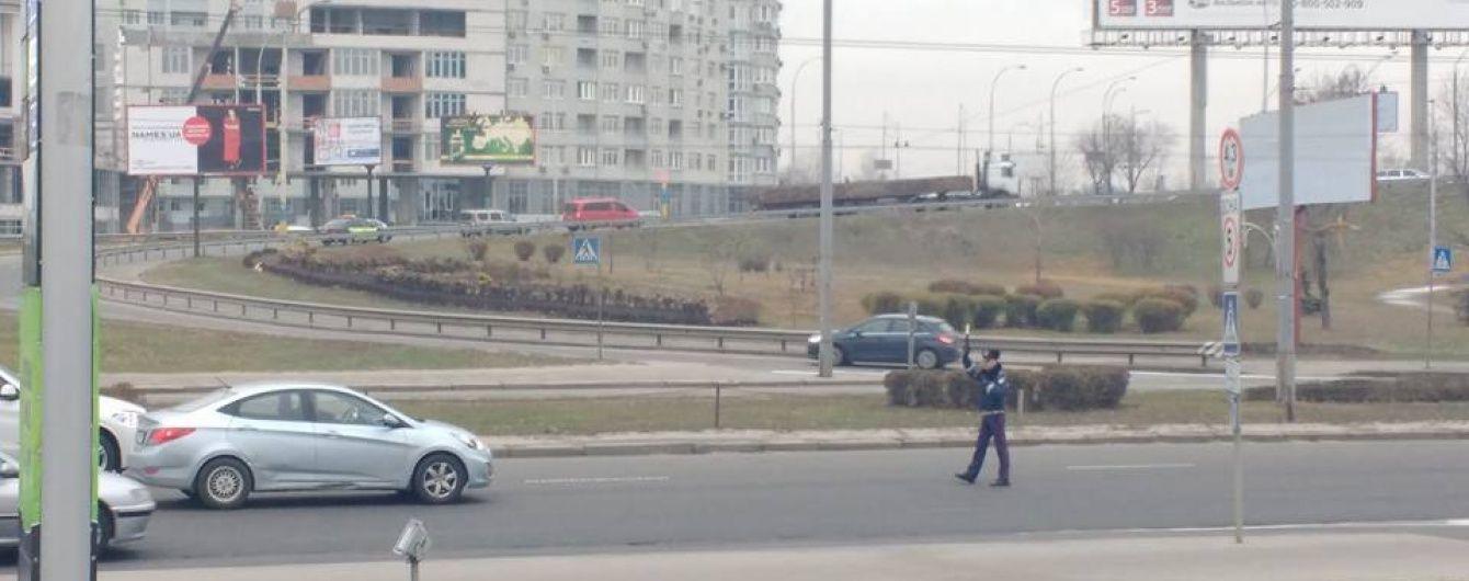 Для кортежа Яценюка перекрывают дорогу работники старой ГАИ