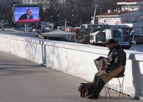 У Криму окупанти не пожаліли грошей та електроенергії для трансляції виступу Путіна
