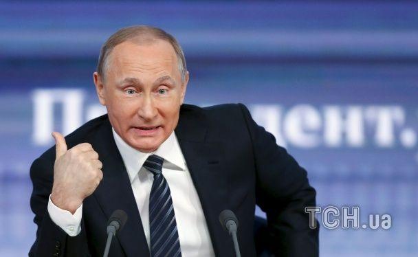 Тризуб та гнівний погляд. Які емоції переважали у розмові Путіна із журналістами