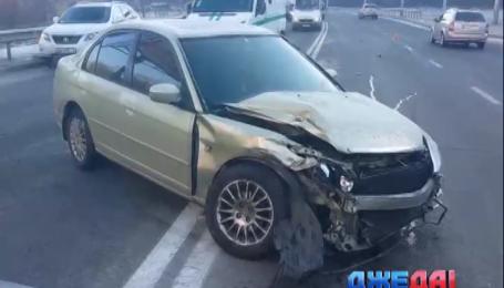 В Киеве водитель не заметил женщину с ребенком на пешеходном переходе