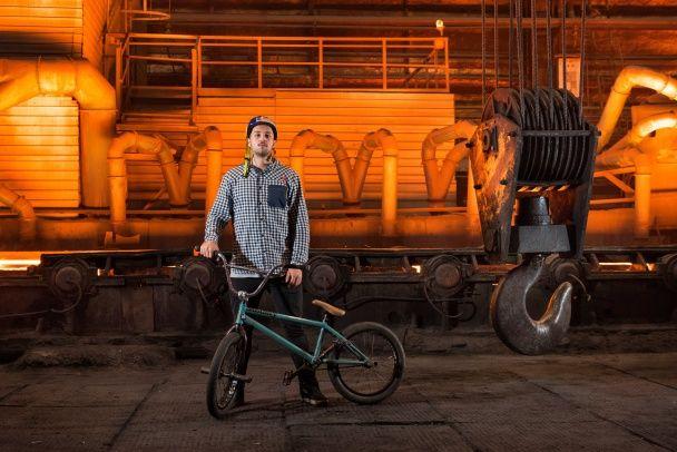 Український BMX-райдер  показав видовищні трюки посеред діючого  заводу