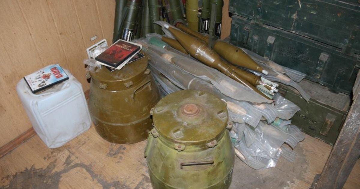 У гуртожитку Маріуполя знайшли арсенал зброї