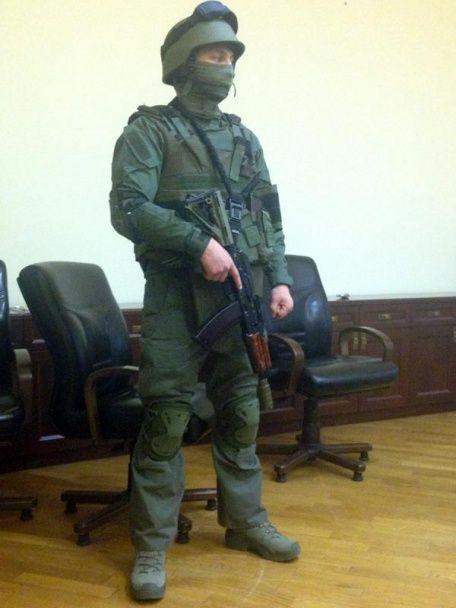НАБУ зекономило: сорочки для спецназу закупили за  1,6 тис. грн, а футболки за 1,1 тис. грн