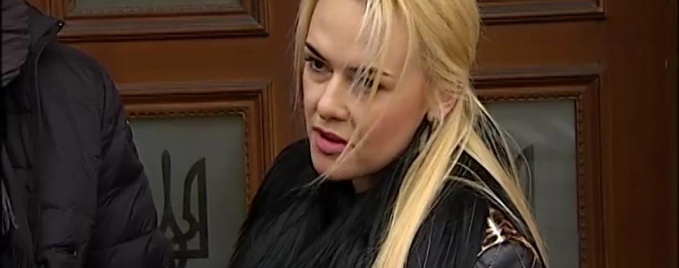 """29-річна """"світська левиця"""" зі Львова залишилася без суддівського крісла через відверті фото"""