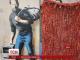 Біженці, що знайшли прихисток у місті Кале, заробляють на шедеврах вуличного мистецтва