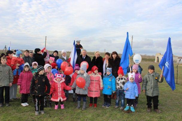 В окупованому Криму на відкриття дитячого майданчика з'їхалася вся верхівка району, уславляючи Росію
