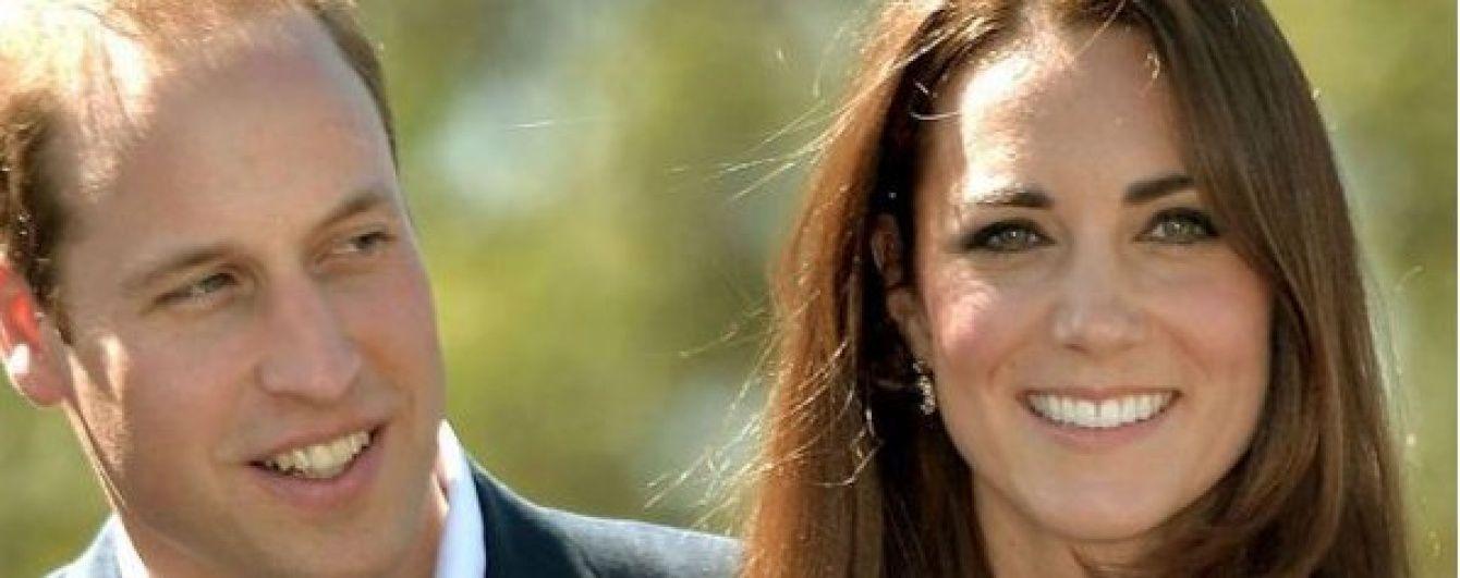 Сімейна ідилія: Кейт Міддлтон та принц Вільям позували із сином і донькою