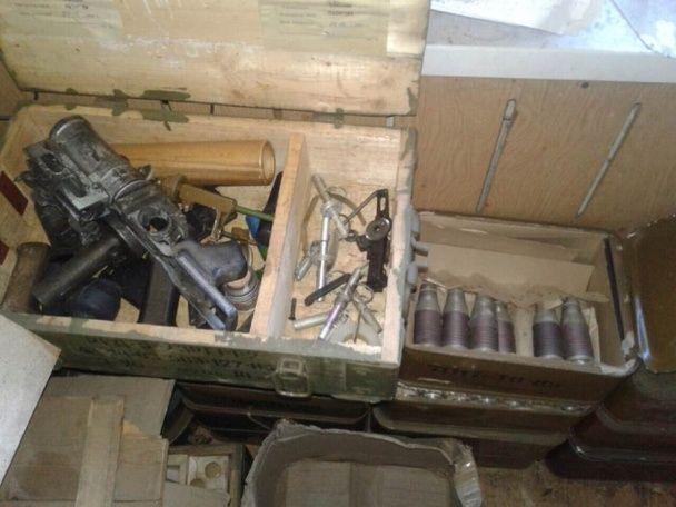 СБУ затримала у Маріуполі групу із 17 осіб із величезним арсеналом зброї