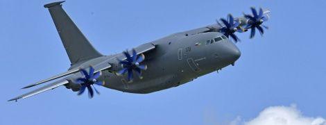 Россия исключена из списка стран, производящих детали для АН-178 - Порошенко
