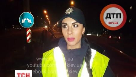 """Вночі у столиці нетверезий водій """"Ягуара"""" врізався у бетонну огорожу мосту"""