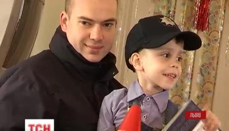 Во Львове помощниками святого Николая стали патрульные полицейские