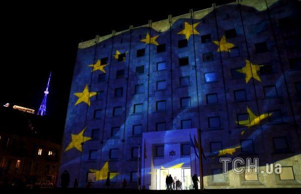 """Найяскравіші фото дня: Тбілісі святкує безвізовий режим з ЄС, весілля у стилі """"Зоряних воєн"""""""