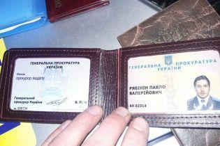 """Волонтер-одноклассник задержанного псевдопрокурора рассказал подробности """"фонарного скандала"""" в Киеве"""