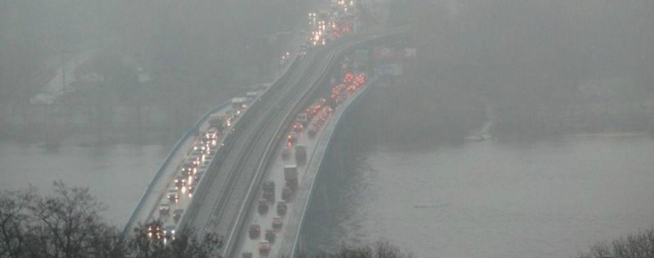 Синоптики попереджають про обмежену видимість на дорогах через туман