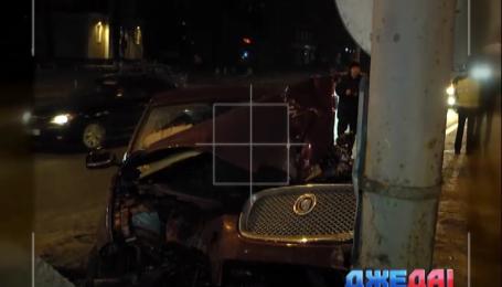 На столичном проспекте Победы разбился дорогой Jaguar