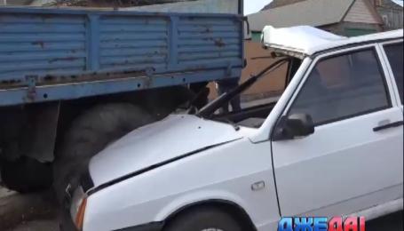 Пьяный водитель въехал в грузовик в Мариуполе