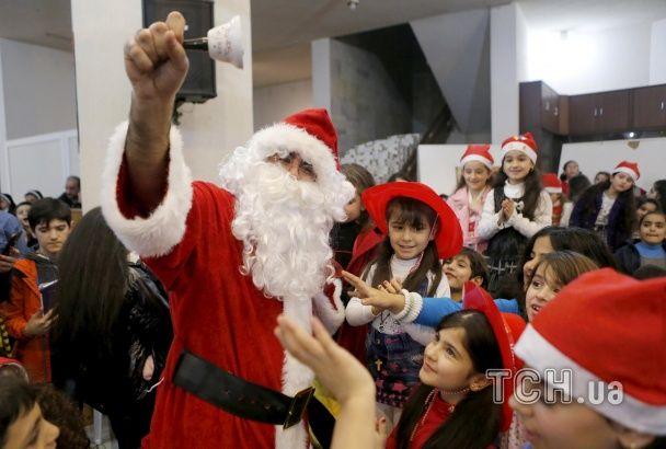 Найяскравіші фото дня: Керрі позіхає на засіданні Радбезу ООН, новорічний настрій в Україні