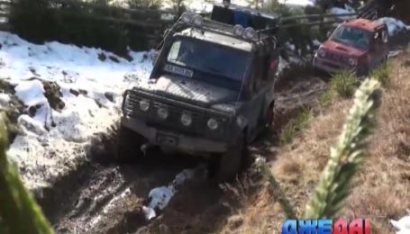 Клуб любителей бездорожья доставил гуманитарную помощь в самые дикие уголки Карпат