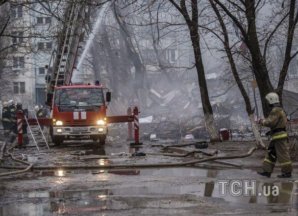 У Волгограді зросла кількість постраждалих від вибуху будинку, під завалами шукають людей