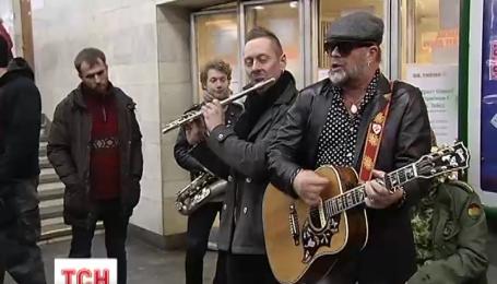 Борис Гребенщиков спел в киевском метро