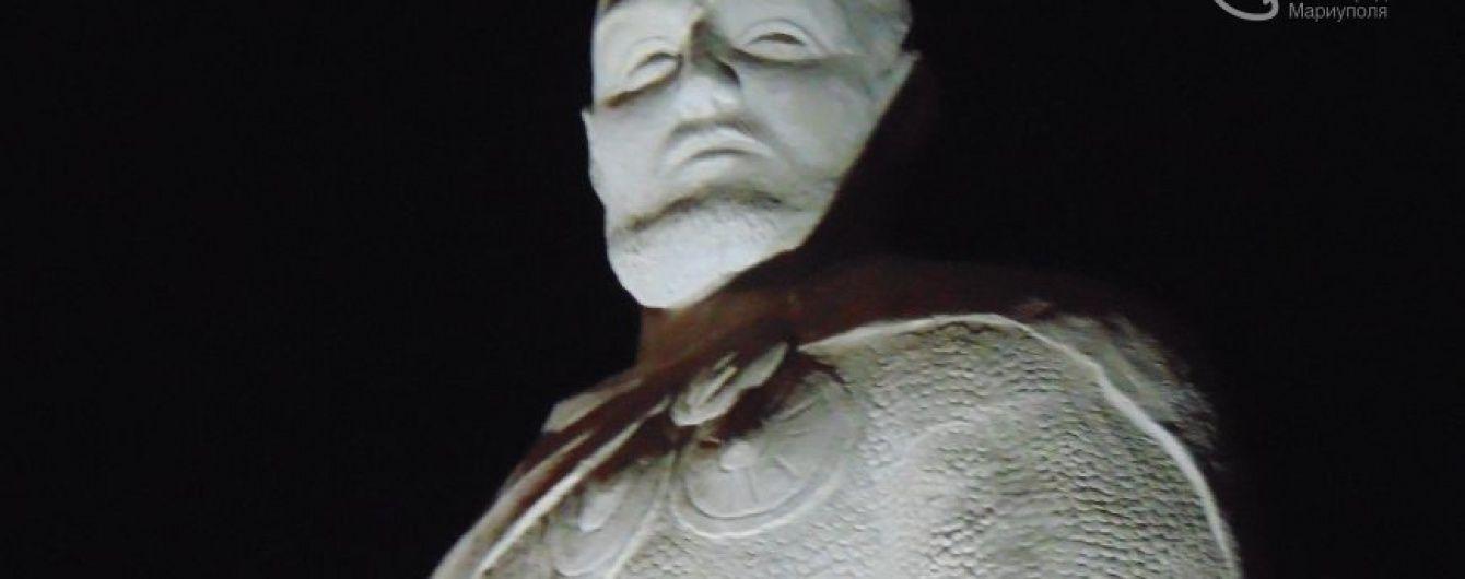 У Маріуполі замість поваленого Леніна з'явився пам'ятник легендарному князю
