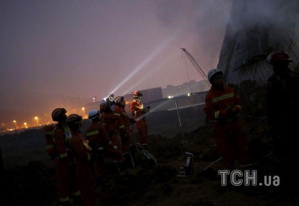 У Китаї через гігантський зсув ґрунту під землю пішли 22 будинки