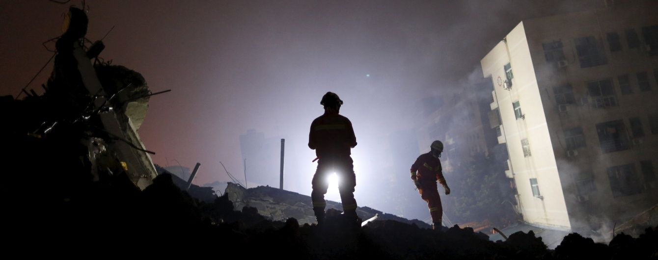 У Китаї через зсув ґрунту зникло понад 90 осіб