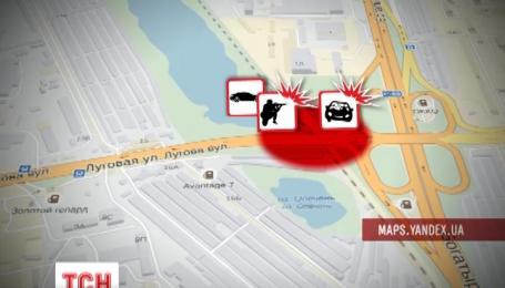 У Києві невідомі розстріляли таксі