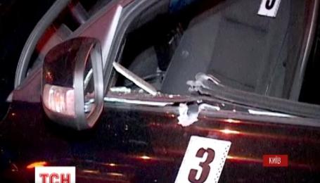 В Киеве на Оболони неизвестные на внедорожнике BMW расстреляли такси