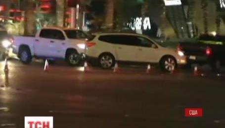 В Лас-Вегасе автомобиль врезался в толпу пешеходов
