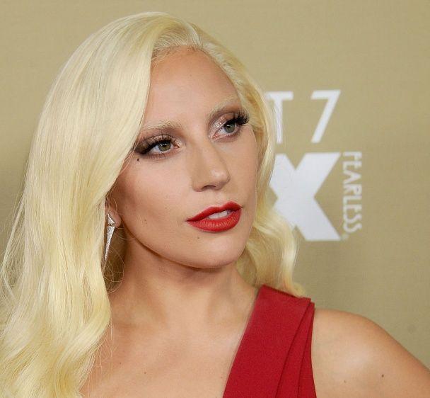 Леді Гага зробила татуювання із портретом покійного Боуї