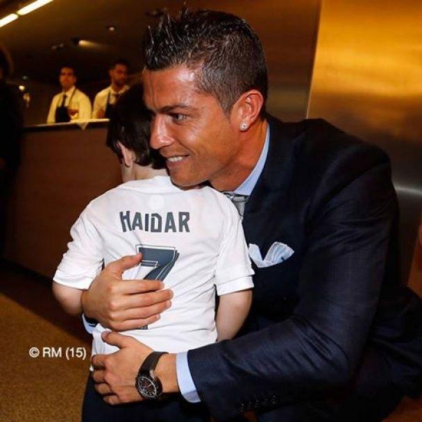 """До сліз. Роналду зустрівся з маленьким фанатом """"Реала"""", який постраждав у теракті в Лівані"""