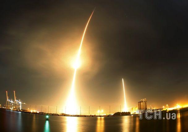 SpaceX впервые удалось посадить ступень ракеты Falcon 9 на земную поверхность