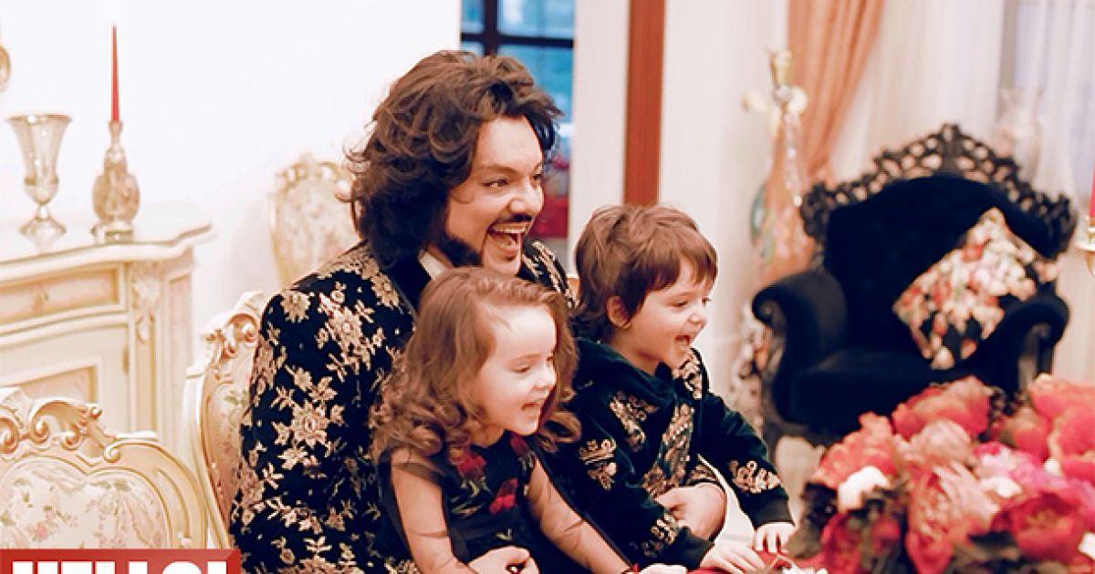 Киркоров снялся в семейном фотосете с детьми @ ru.hellomagazine.com