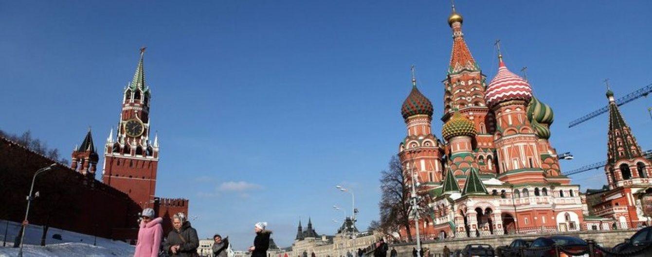 """У Москві затримали """"мага"""" за напис на стіні Кремля"""