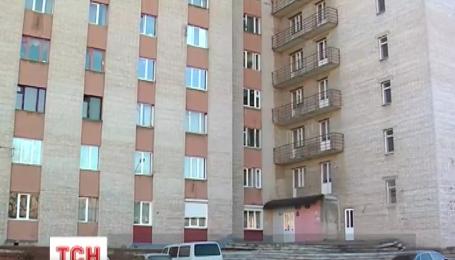 В Черновцах студент разбился, сорвавшись с окна общежития