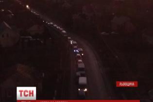 Сім сотень автівок застрягли на кордоні з Польщею, поспішаючи в Європу на Різдво
