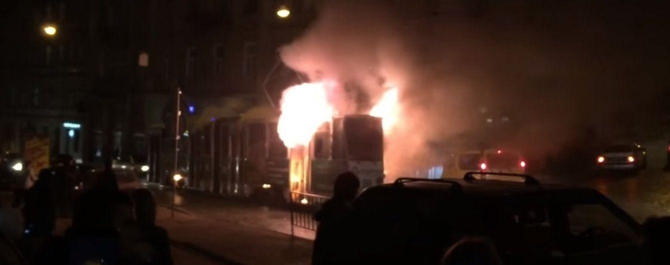 У Львові на ходу спалахнув трамвай