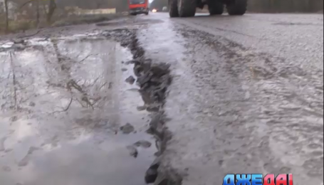 Львовщина шокирует отсутствием дорожного покрытия прямо у границы с Польшей