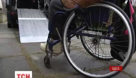 В Одессе запустили специализированное такси для инвалидов-колясочников