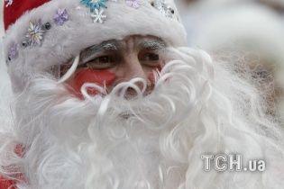 Кидався відеомагнітофоном та розгулював в масці Діда Мороза: що відомо про нападника на чорношкірих студентів у Луцьку