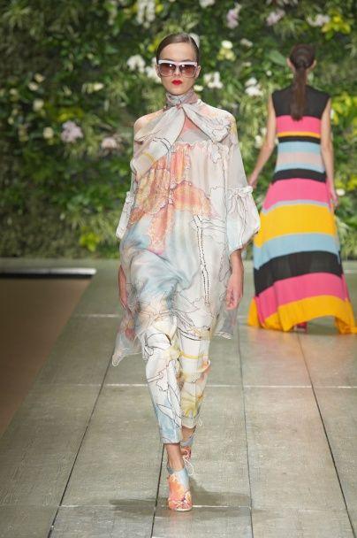 Узоры, банты, полоски и цветы в коллекции Laura Biagiotti весна-лето 2016