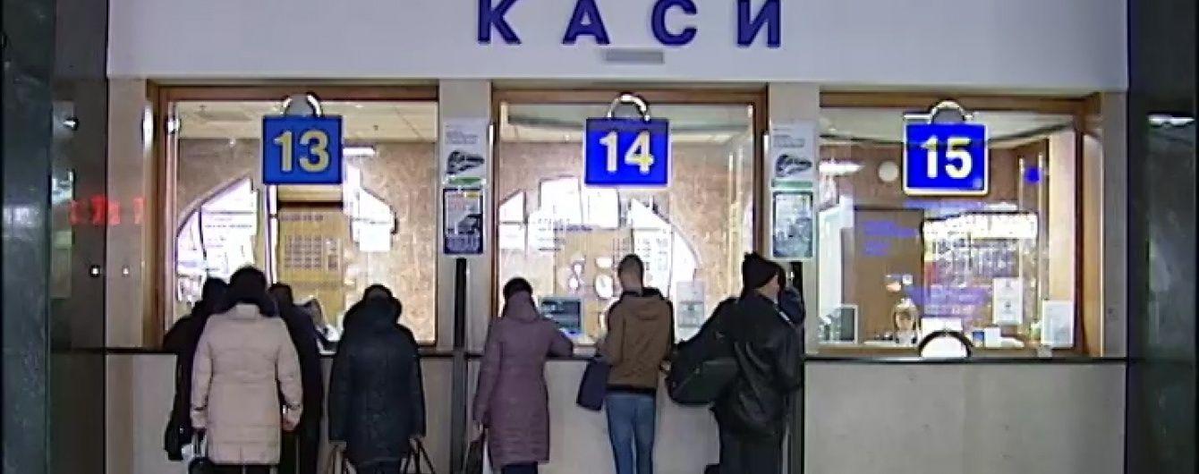 Передноворічний ажіотаж на вокзалах: на чому та за скільки можна виїхати зі столиці на свята