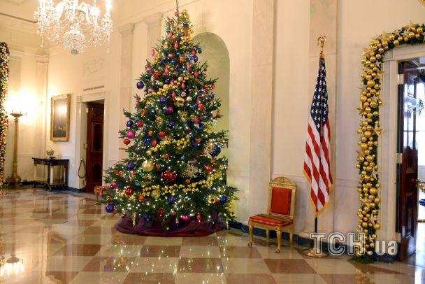 Юзери фанатіють від різдвяного відео з Білого дому: ялинки і яскраві гірлянди