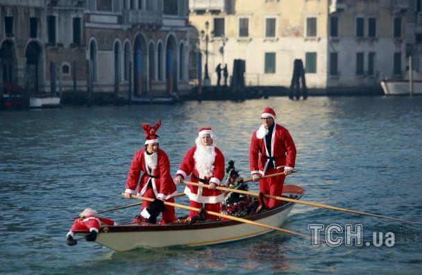 Свято наближається. Фотографи Reuters показали, як католики відзначають Різдво