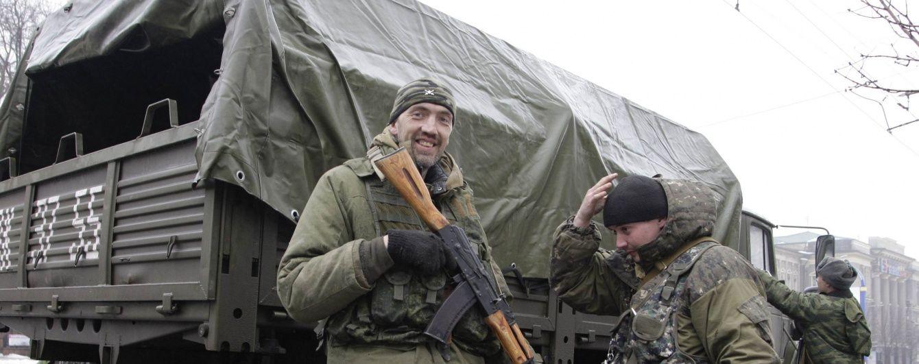 У Комінтерновому бойовики поспіхом ховають важке озброєння від ОБСЄ