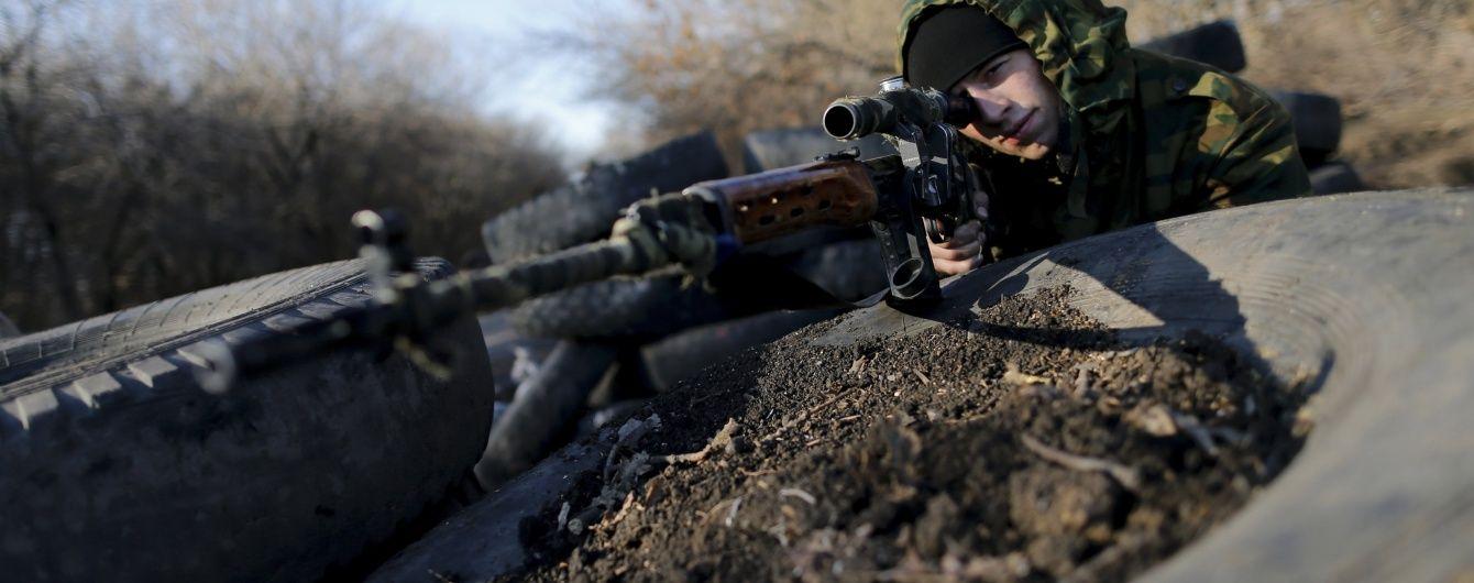 """Місія ОБСЄ помітила в захопленому Комінтерновому озброєних """"ДНРівців"""""""