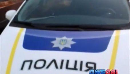 Одесские активисты застукали копа, когда та дремала в авто